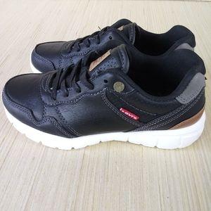 🆕Levi's boy's sneakers size 2
